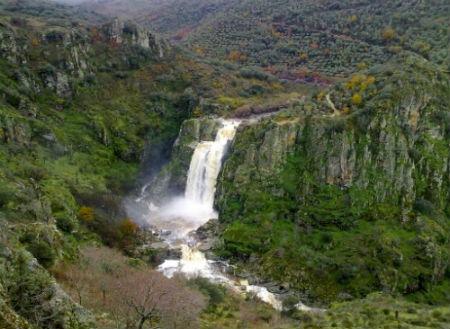 cascada rio uces